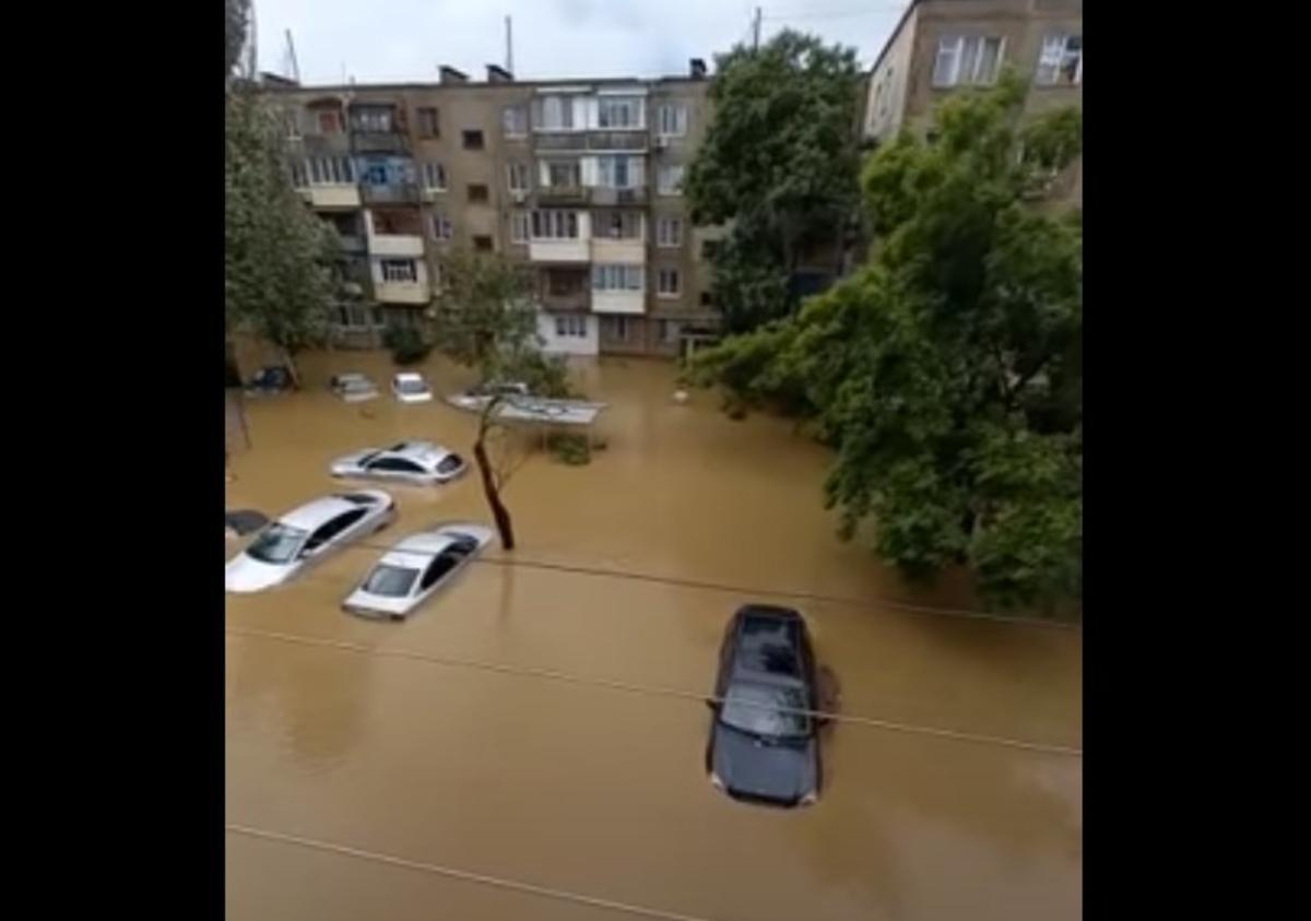 Керчь ушла под воду / скриншот видео