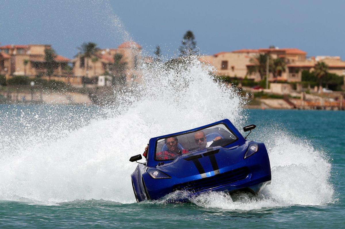 Водный автомобиль в Египте / фото REUTERS