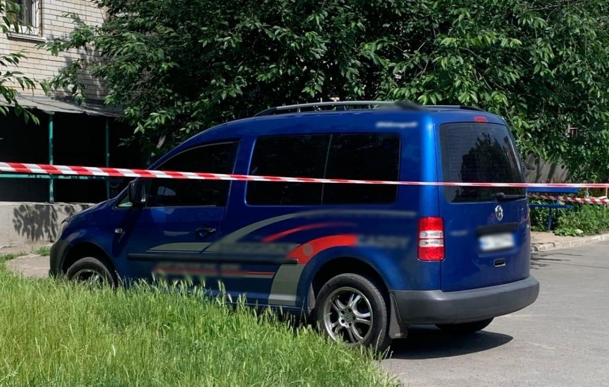 Под дном автомобиля нашли гранату / фото kv.npu.gov.ua