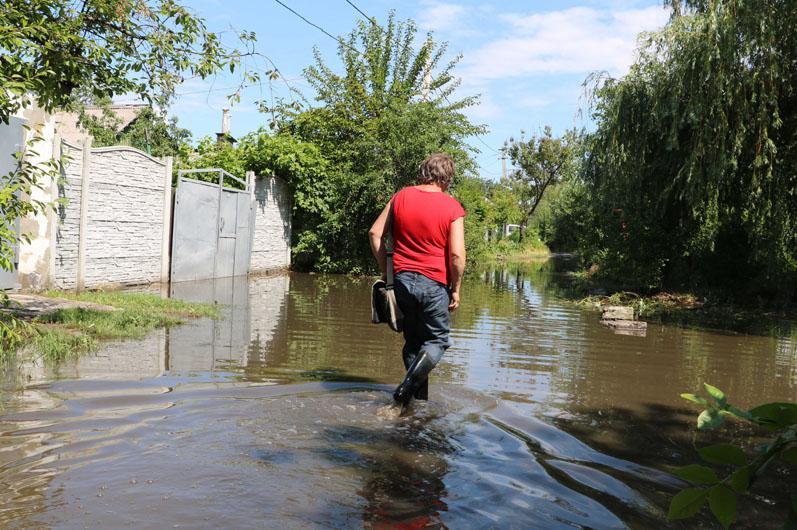 У Дніпрі залишаються затопленими більше сотні дворів і житлових будинків / фото ДСНС