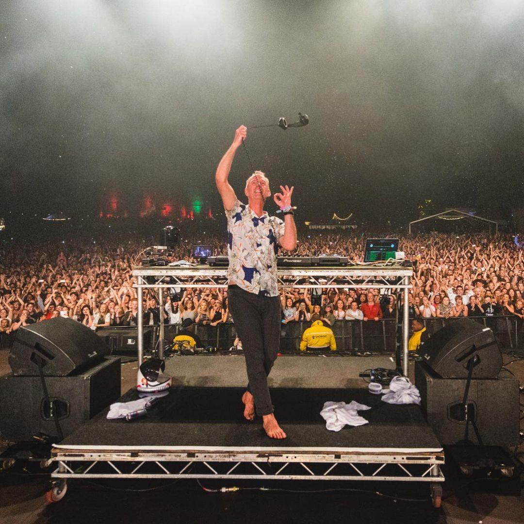 На главной сценеAtlas WeekendFatboy Slim выступит в субботу, 10-го июля / фото instagram Fatboy Slim