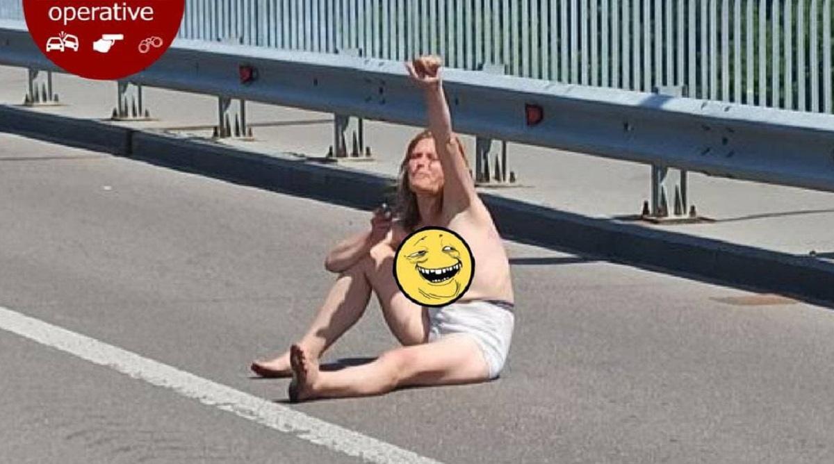 В Киеве встретилиобнаженную девушку / фото t.me/KyivOperativ
