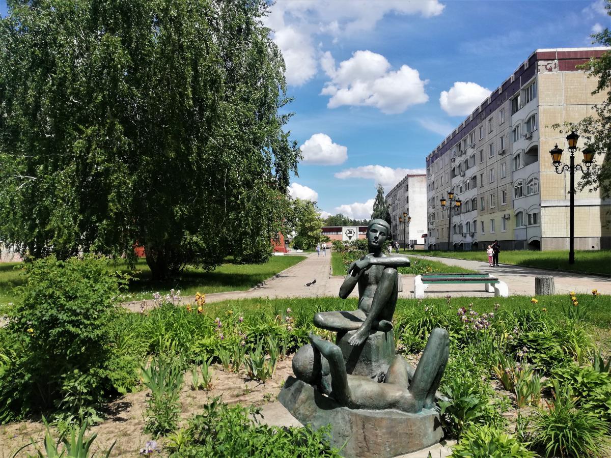 Голі скульптури в Славутичі / фото Марина Григоренко