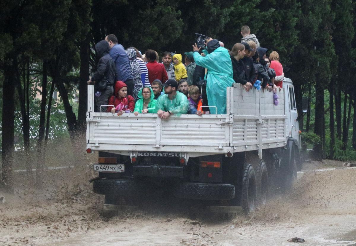 На территории Керчи из подтопленных домов забрали 1492 человека / Фото: REUTERS