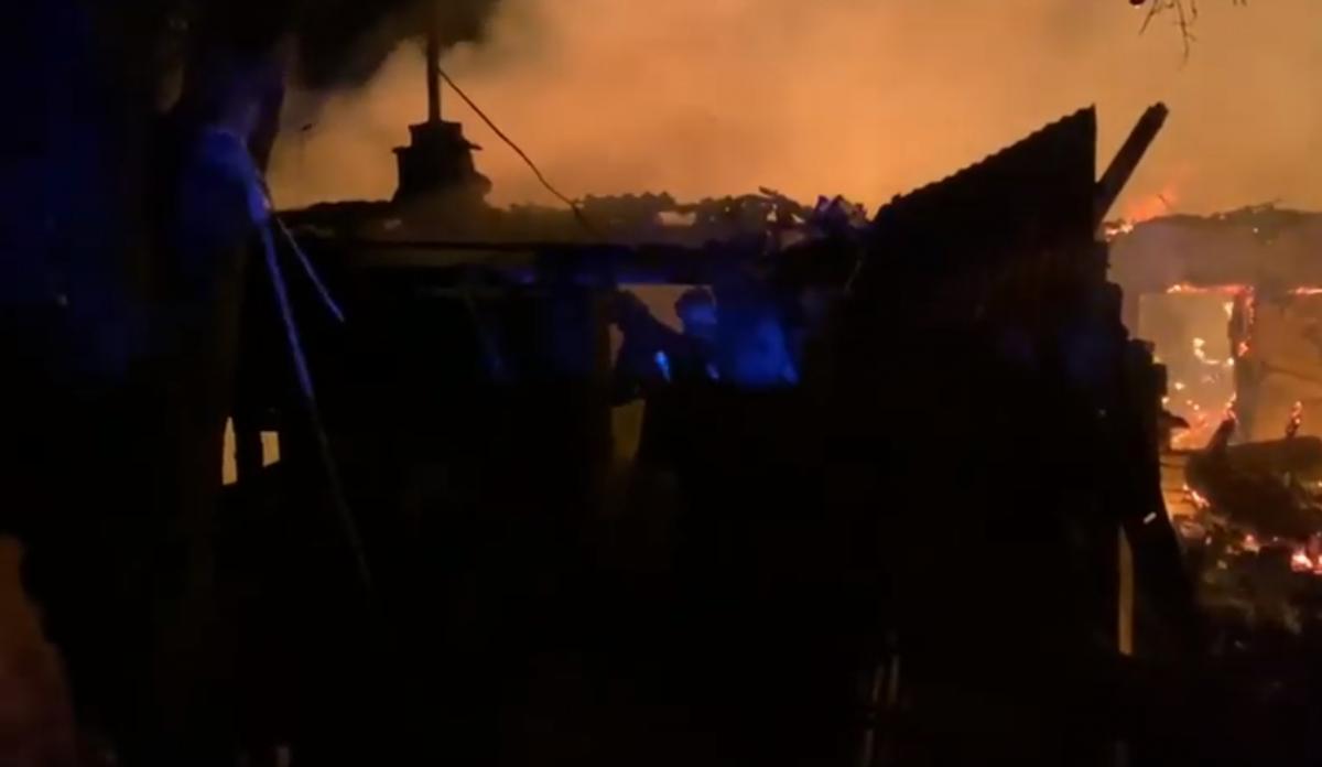 Пожар произошел около 23:00 18 июня / Скриншот
