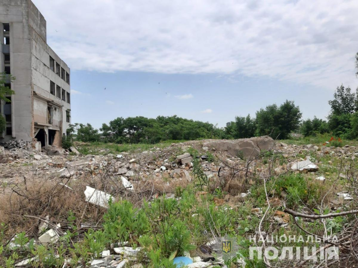 У промисловій зоні міста дівчину було виявлено мертвою / фото dp.npu.gov.ua