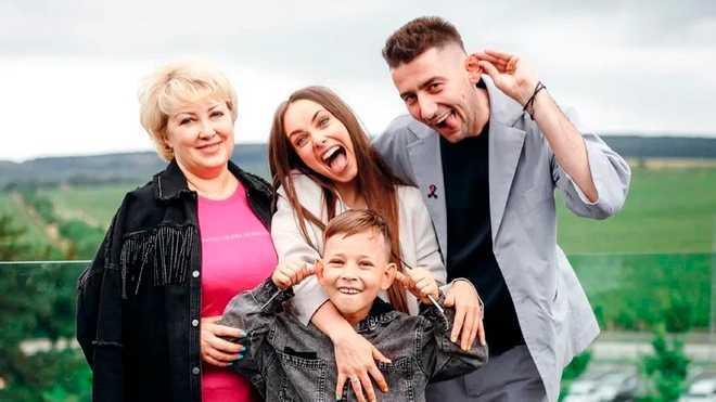 Ксения Мишина с Эллертом, сыном и мамой / фото instagram.com/misha.k.ua/