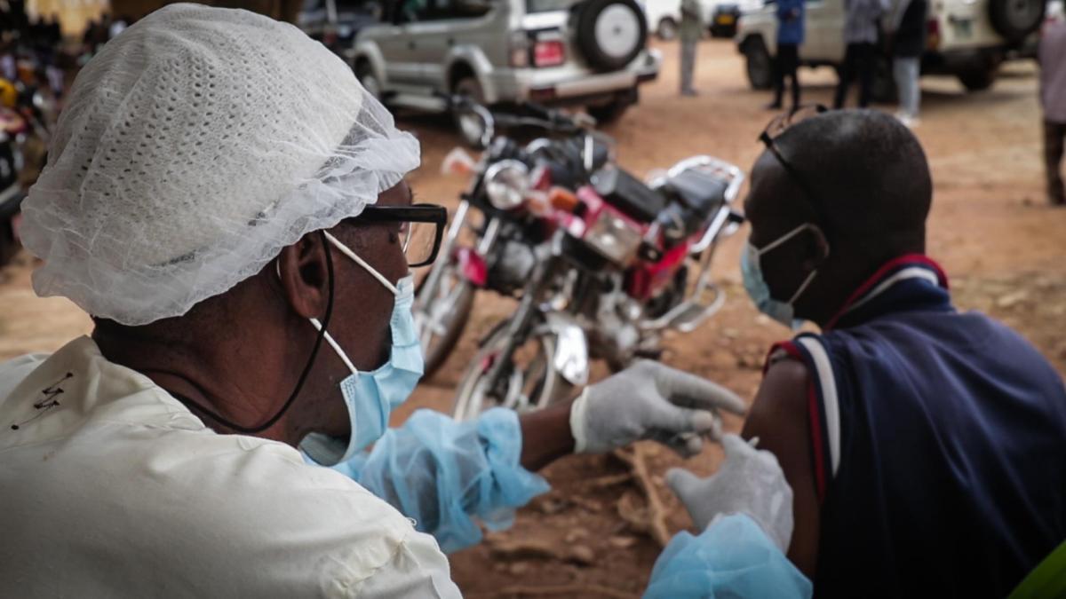 У Гвінеї подолали черговий спалах Еболи / фото WHO/Christopher Clark