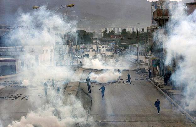 Зіткнення протестувальників з поліцією / фото Flickr: Emeute à Blida khazrouna