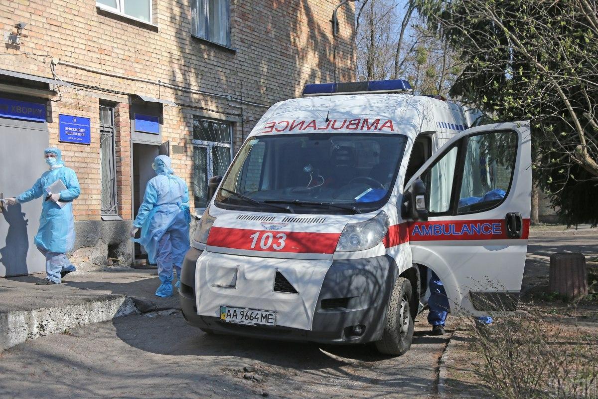 Для хворих на COVID-19 в обласній лікарні Дніпра вже не вистачає місць / фото УНІАН