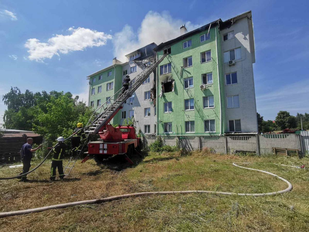 Підрозділами ДСНС виведено на свіже повітря 40 осіб \ фото kv.dsns.gov.ua