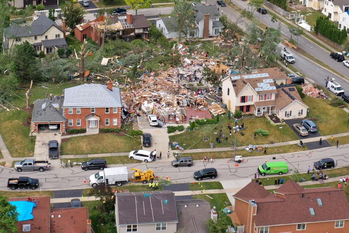 Через торнадо і гроз тисячі жителів Іллінойсу залишилися без світла / фото REUTERS