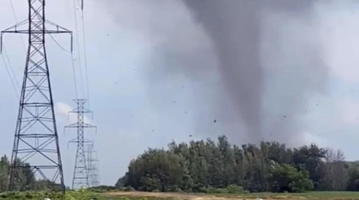 На юг Канады обрушился разрушительный торнадо / фото Dominic Sansregret