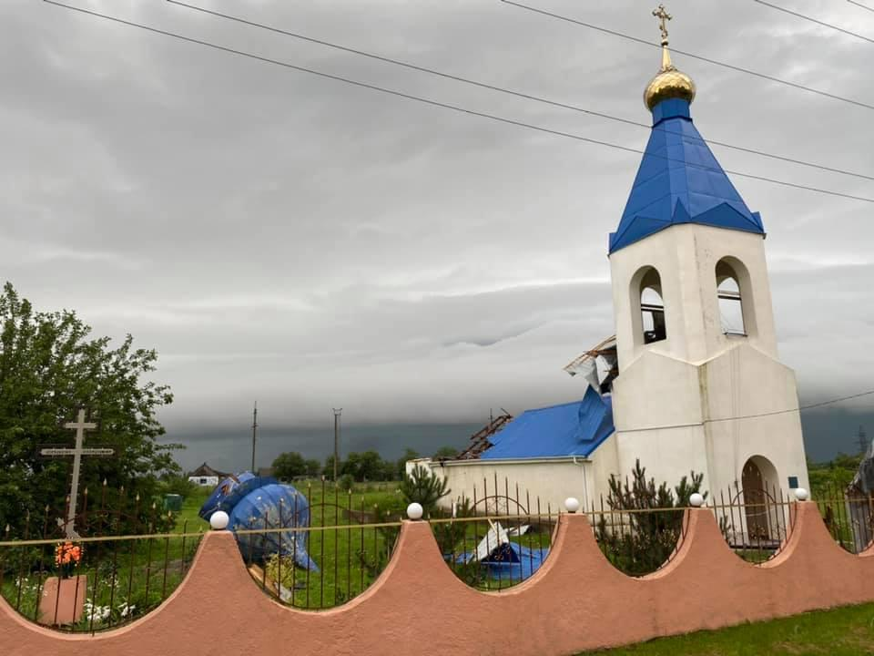 Ветер повредил купол храма / фото Сергей Кравченко