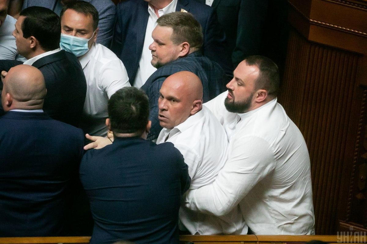 17 червня Кива побився з Тищенком біля трибуни Ради / Фото УНІАН, Євген Завгородній
