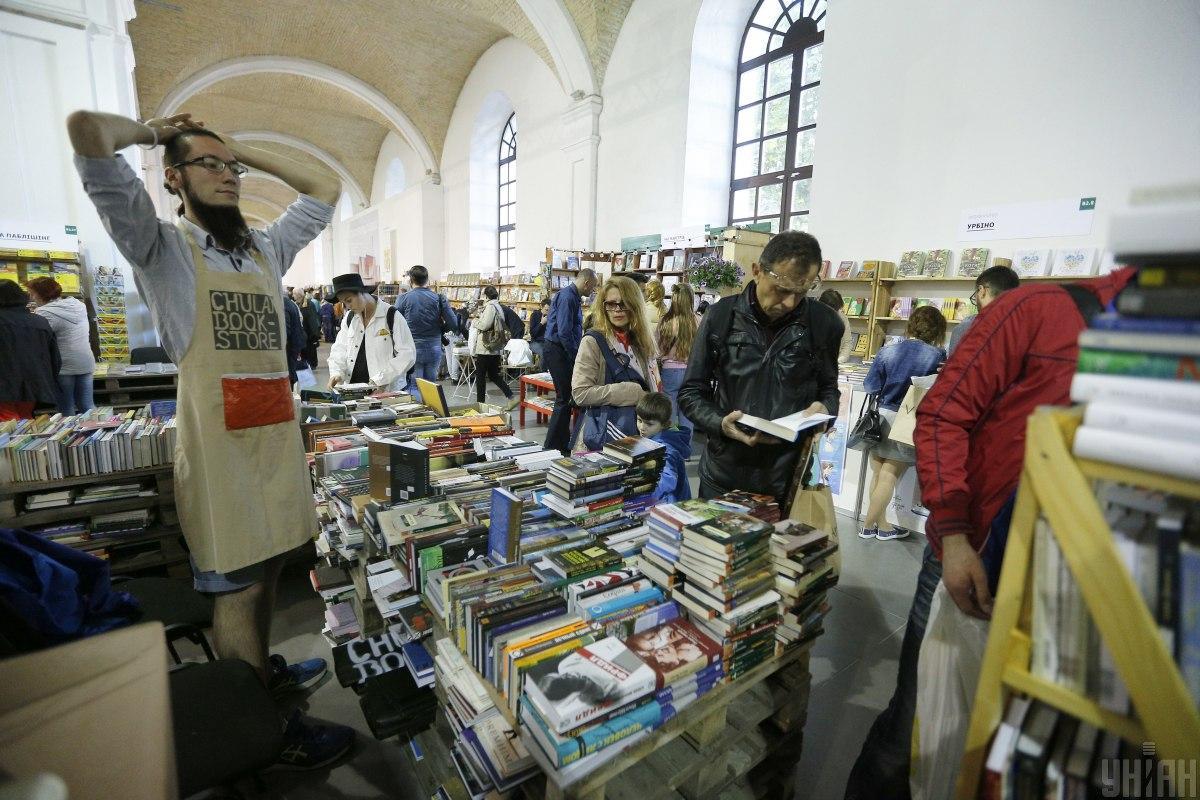 """На """"Книжковому арсеналі"""" люди мистецтва презентують свої нові ідеї загалу/ фото Володимир Гонтар, УНІАН"""