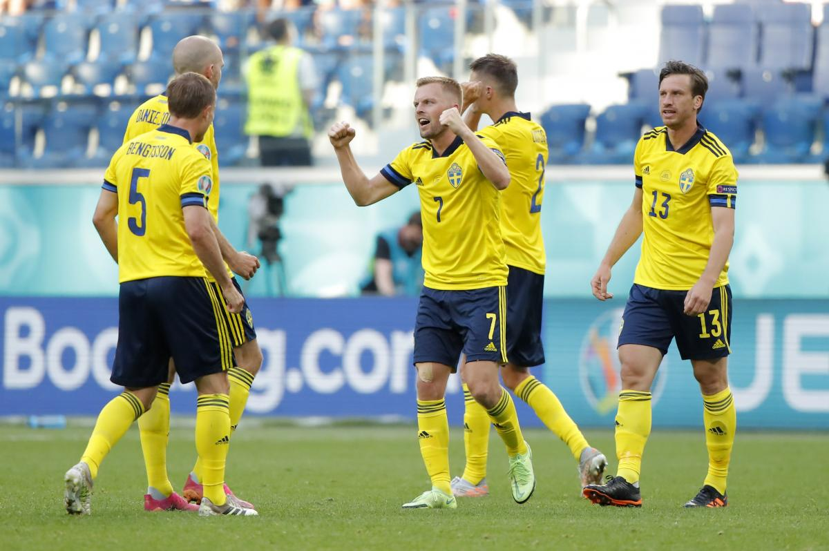 Украинские болельщики надеются, что Швеция не проиграет Польше в заключительном туре / фото REUTERS