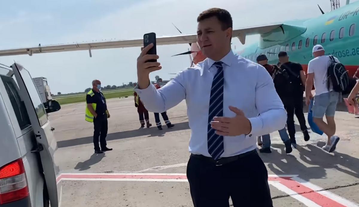 Тищенко записывал видео и задержалвылет самолета / скриншот