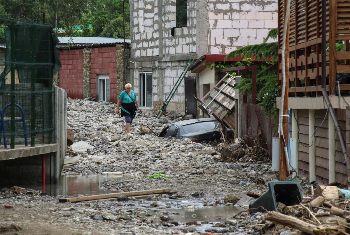 Поселок в Ялте оказался погребенным под грудой камней / фото REUTERS