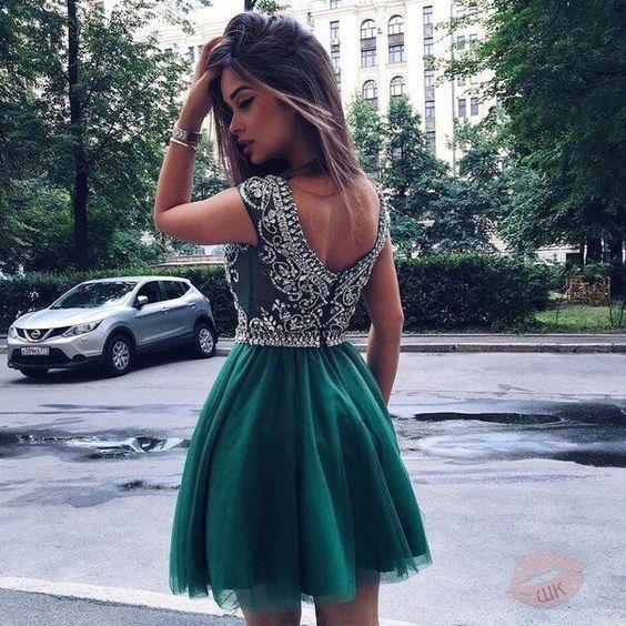 Короткое изумрудное платье