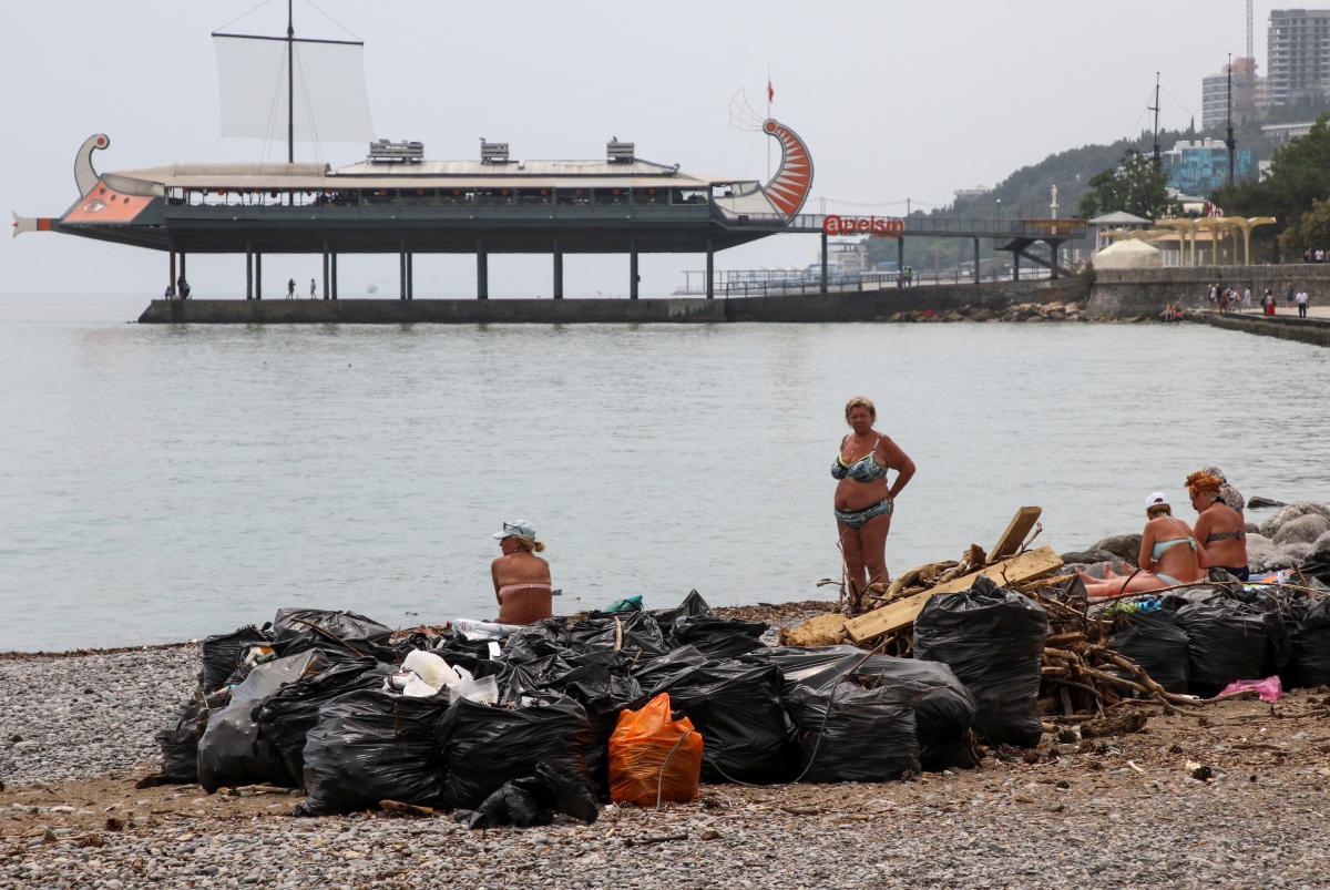 Россияне не заботились о расчистке водоемов и сливной канализации / Фото: REUTERS