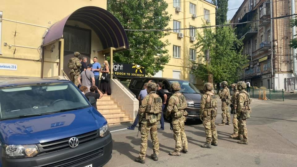 Обыски в партийном офисе/ фото Артем Марчевский/Facebook