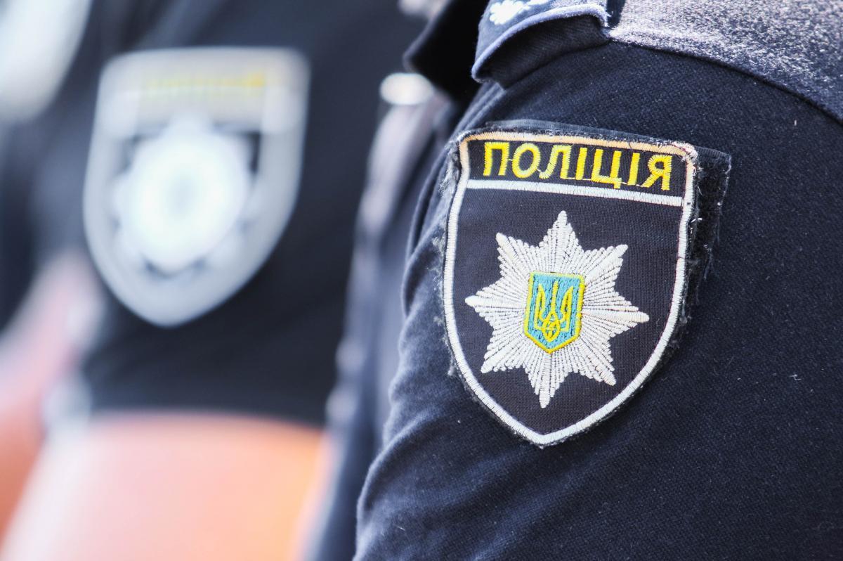 В результаті інциденту один поліцейський впав з даху / фото ua.depositphotos.com