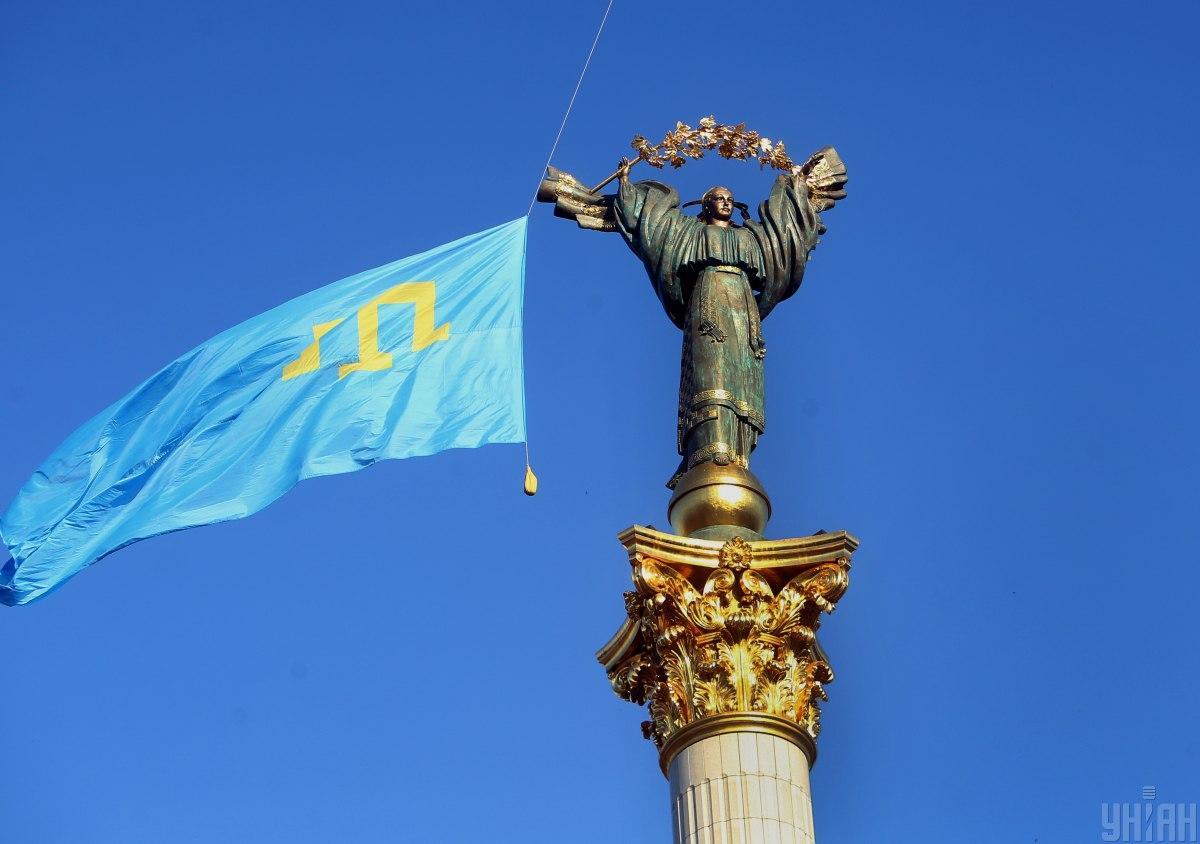 Відбудеться урочиста хода з винесенням великого кримськотатарського прапора \ фото УНІАН