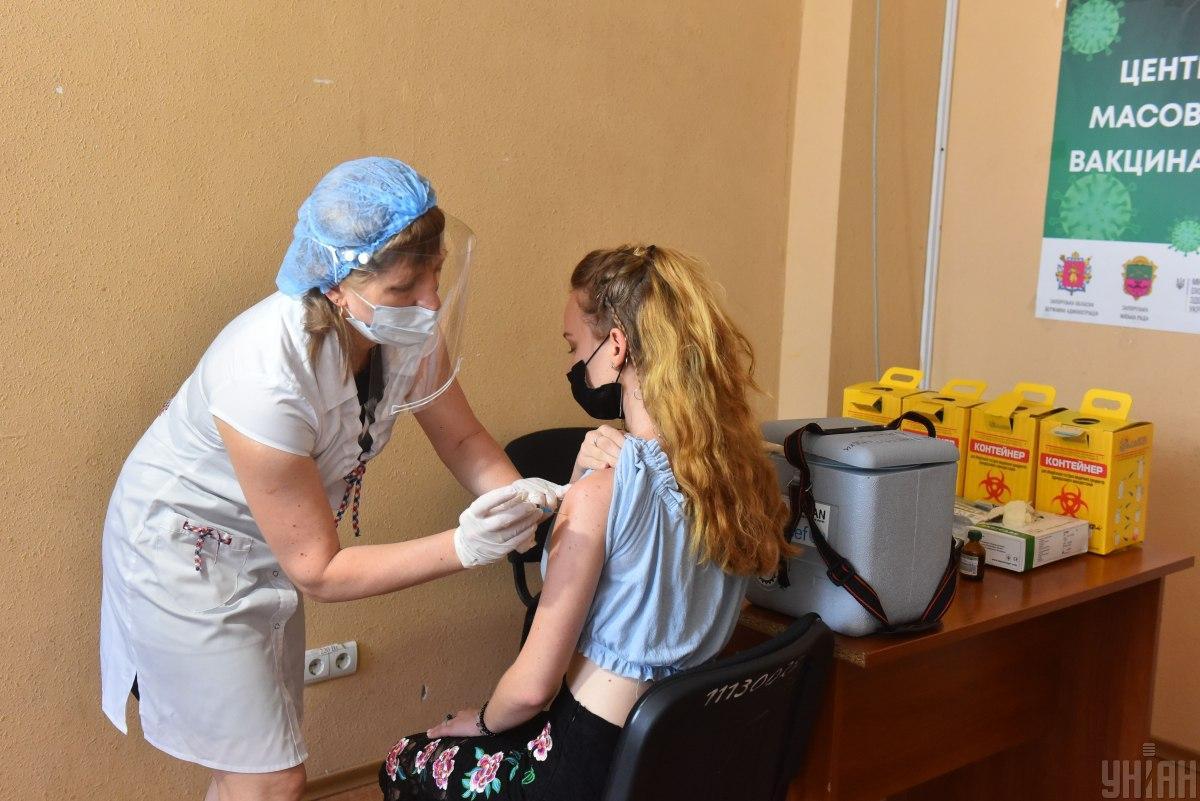 Для коллективного иммунитета надо активизировать вакцинацию / УНИАН, Прилепа Александр