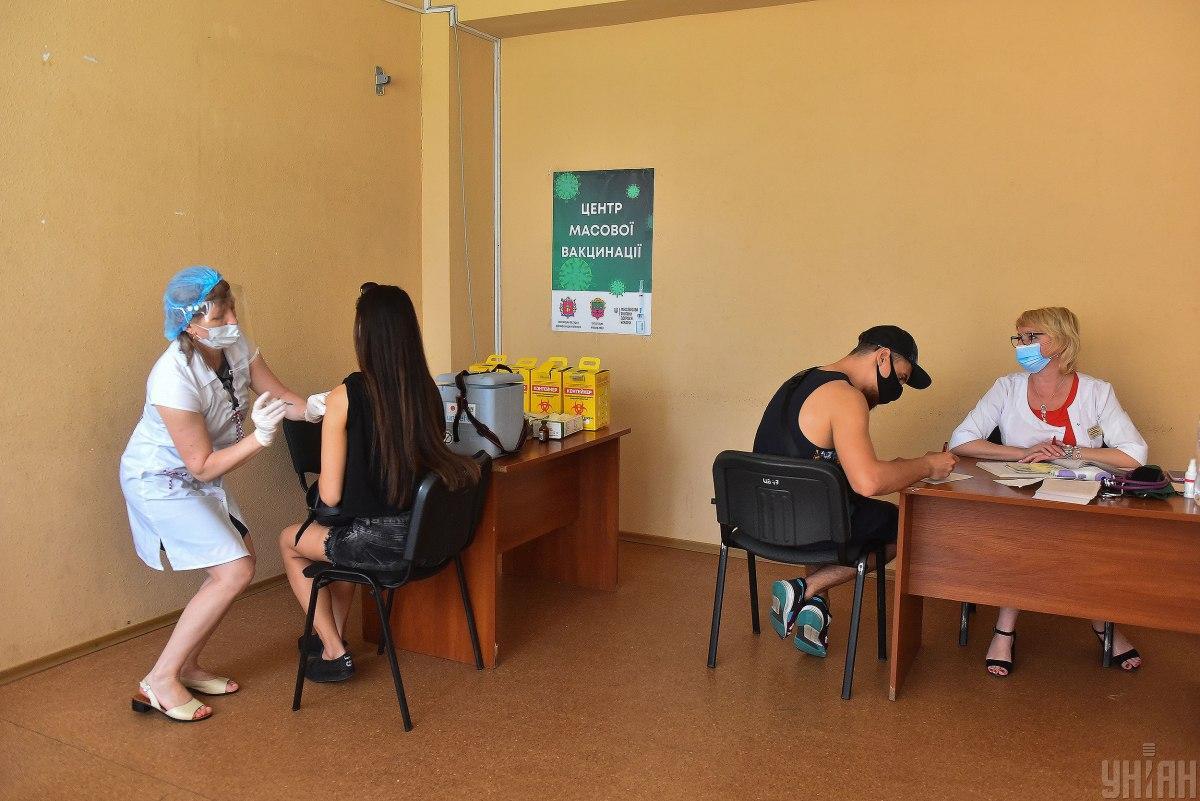 """В Минздраве рассказали, """"вечные"""" сертификаты вакцинации / фото УНИАН / Прилепа Александр"""