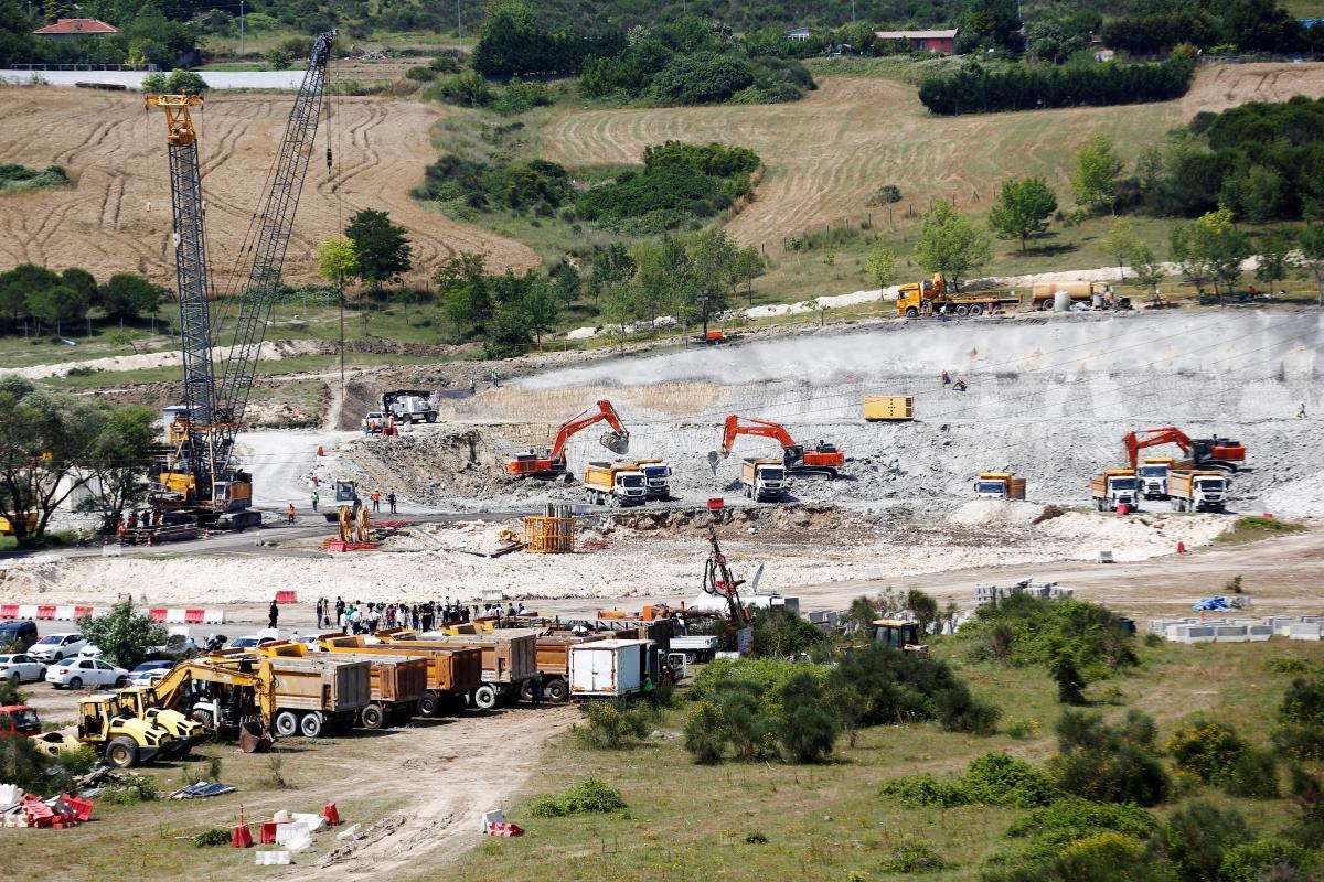Через новый канал будет проложено шесть мостов \ фото REUTERS