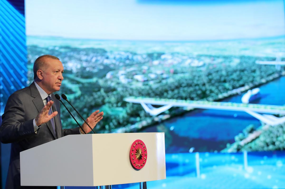 Эрдоган отметил, что новый канал разработан так, чтобы покрыть 99% объема судоходства на Босфоре \ фото REUTERS