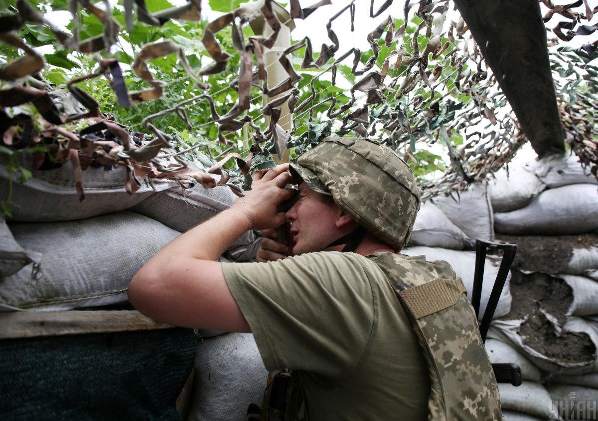 В результате обстрелов боевиков на Донбассе ранены двое военных / фото УНИАН