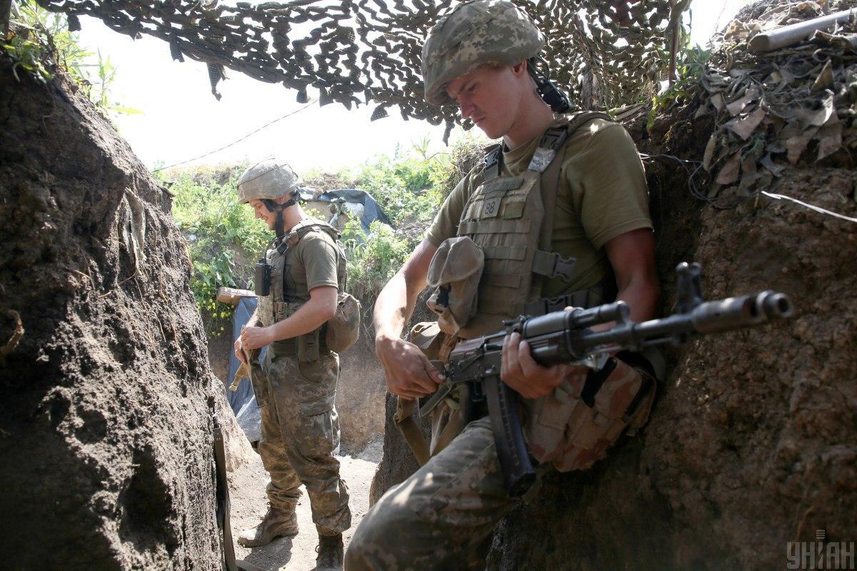 За прошедшие сутки на Донбассе 4 украинских бойца получили ранения, еще трое - травмы / фото Степанов Анатолий / УНИАН