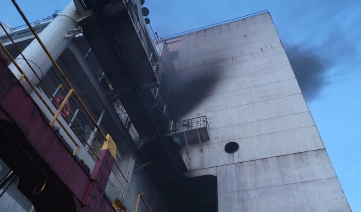 Вблизи Шри-Ланки загорелось судно / фото facebook Сергей Кучеренко