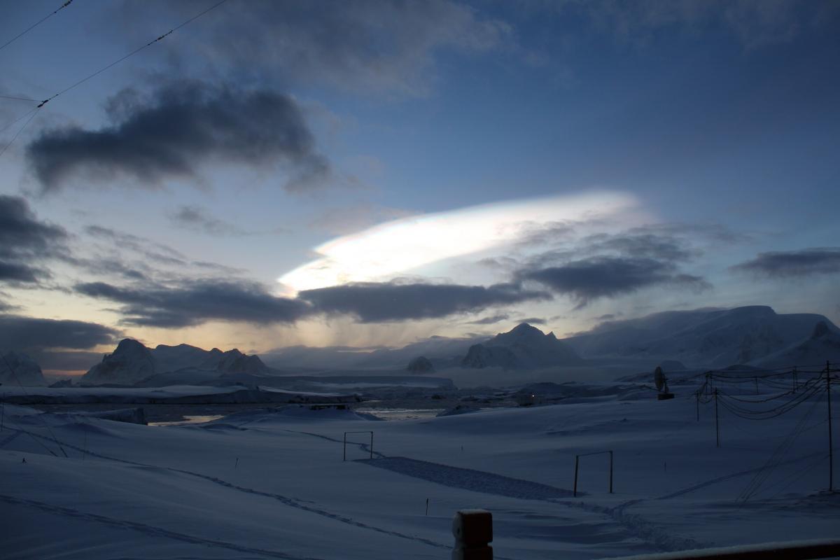 В небе над Антарктикой заметили перламутровые облака / фото Ярослав Дозоров, НАНЦ