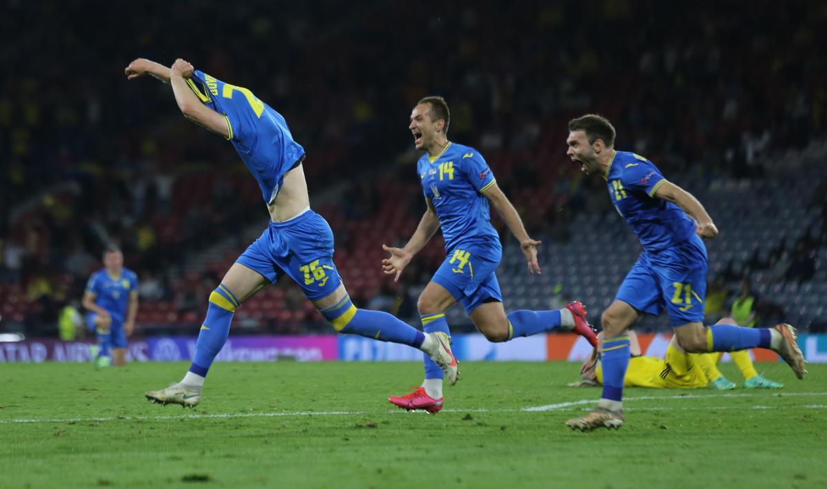 Артем Довбик забив переможний м'яч / фото REUTERS
