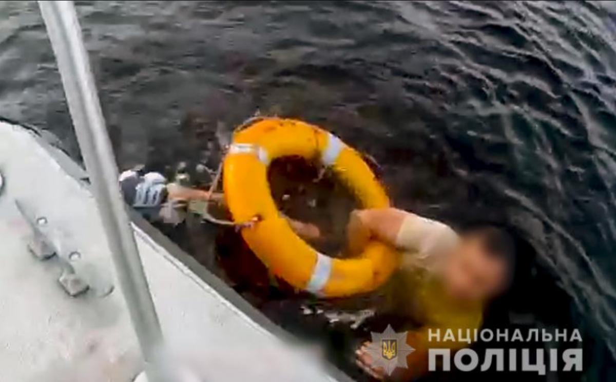 В Киеве едва не утонул мужчина / Нацполиция