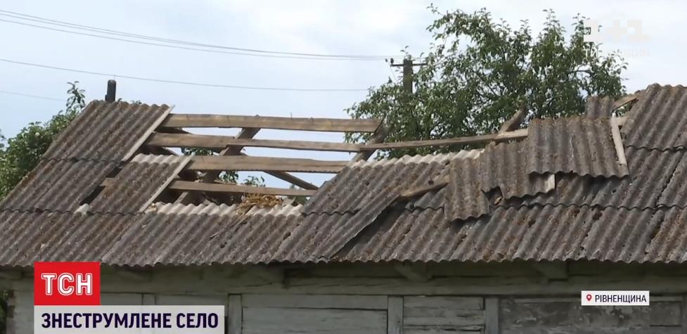 Непогода пронеслась по селу в Ровенской области \ скриншот с видео