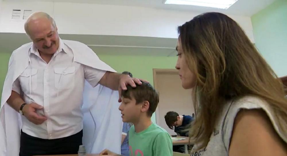 Лукашенко - ребенку: я глюкоза, вот вырастешь, я тебя буду лечить