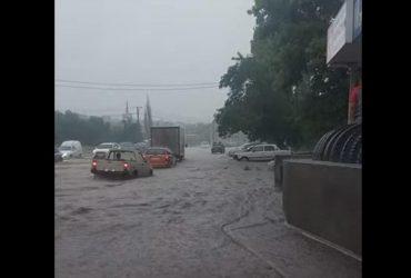 Потужний смерч, зливи та повалені дерева: Україною пронеслася негода (відео)