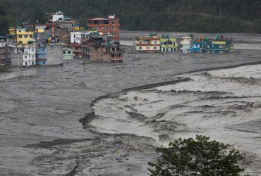 В Бутане внезапное наводнение смыло горный лагерь, много погибших (фото)