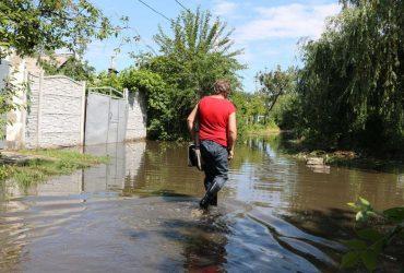 Вулиці Дніпра перетворилися на річки: місто затопило (відео)
