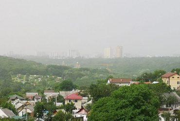 Киев накрыла пылевая буря из астраханских степей
