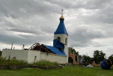 В Одесской области ураган сорвал купол и крышу храма (фото)