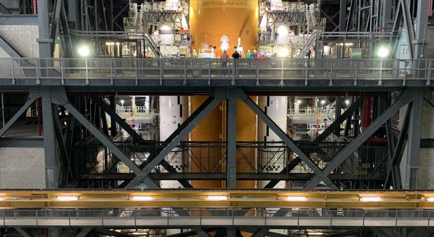 """NASA показало фото новой """"мегаракеты"""" для полета на Луну"""