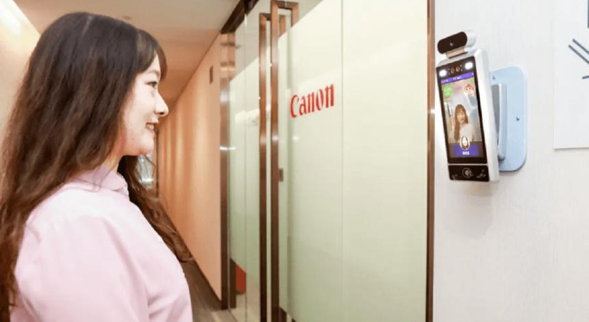 """Посмішка - ключ до роботи: """"розумні"""" камери пускають в офіс Canon лише усміхнених співробітників"""