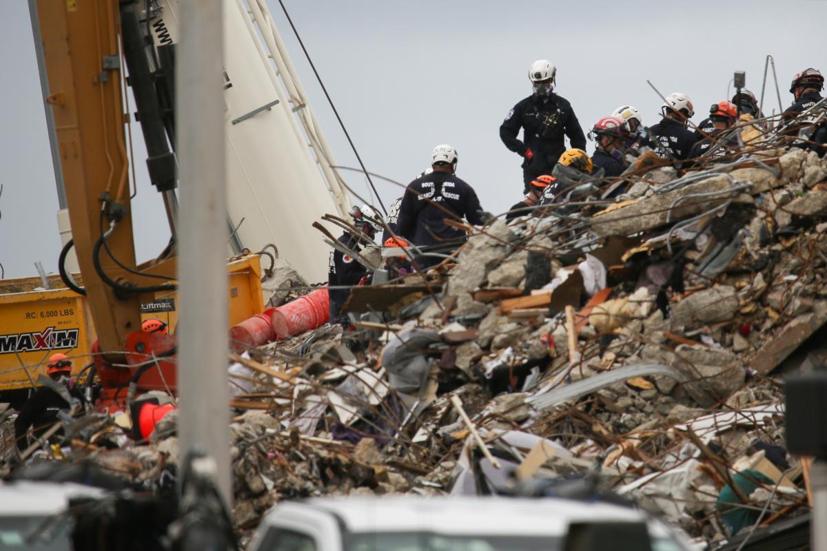 Багатоповерховий будинок впав 24 червня \ фото REUTERS