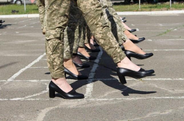 Перед парадом коДнюНезависимости разгорелся скандал вокруг туфель / фото Минобороны