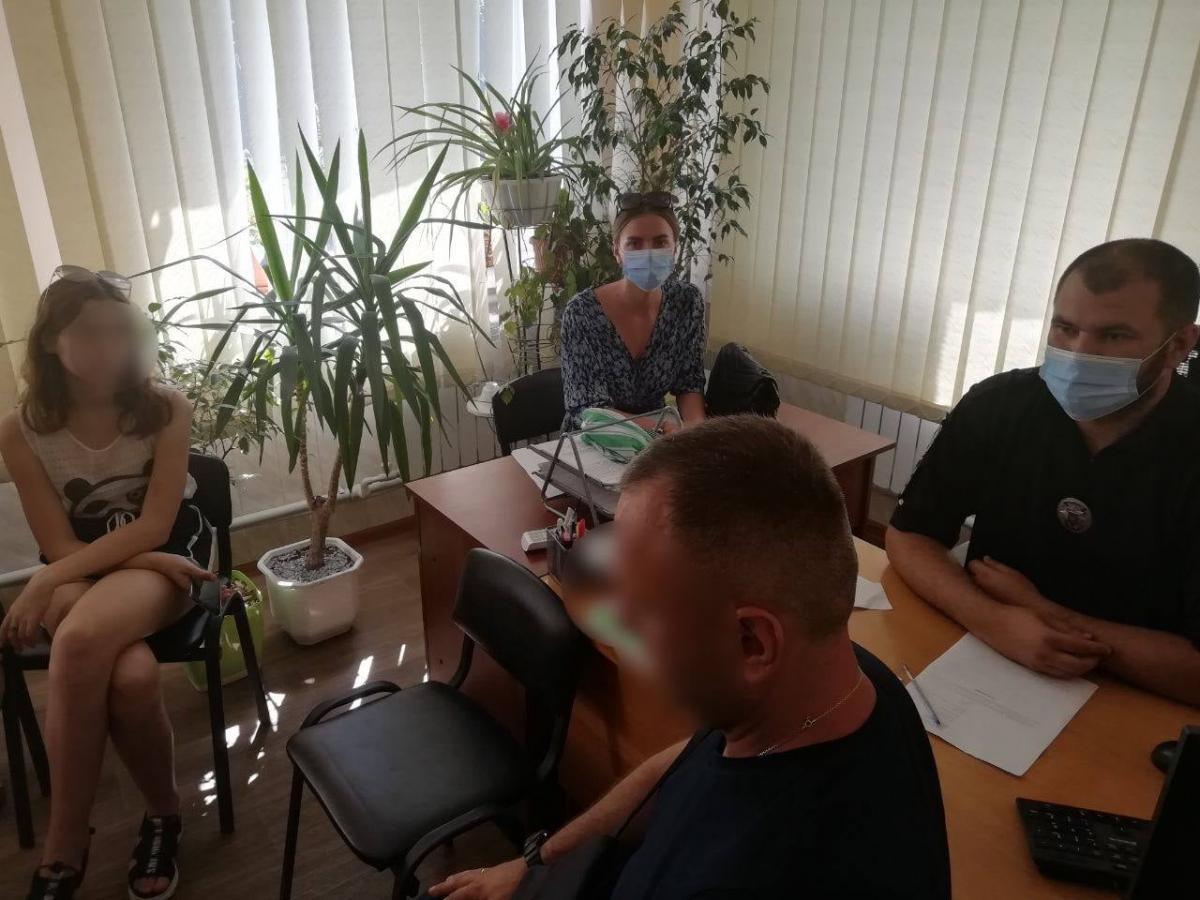 На родителей тиктокерок с Харьковщины составили админпротокол / фото facebook.com/91police/
